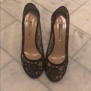 Oscar De La Renta lace heels